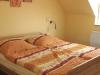 Schlafzimmer mit Doppelbett der Fewo Rothenburg