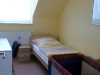 Schlafzimmer mit Einzelbett der Fewo Rothenburg