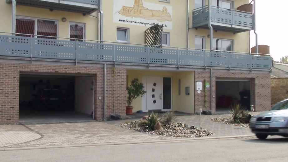 Garagen und Eingangsbereich