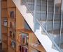 Bücherregal unter der Treppe