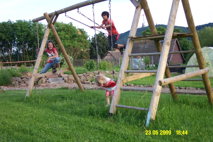 Spielplatz im Garten Mai 2009