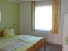 Das Schlafzimmer mit Doppelbett der Fewo Roßla
